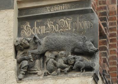 Юдензау - христианский образ, который изображает евреев, сосущих соски свиньи