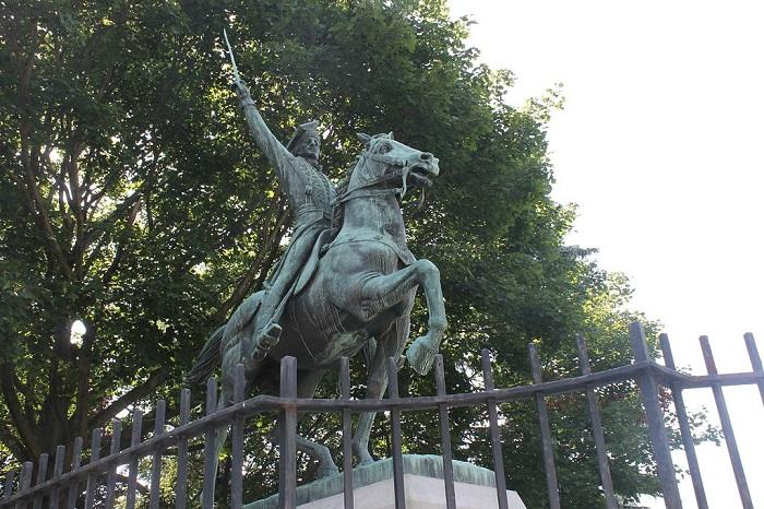 Один из американских памятников Пулавскому.